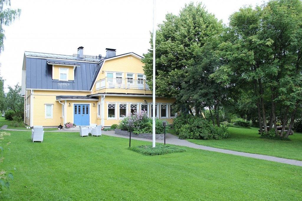 lomamokkila-paarakennus-mainbuilding-ulkokuva-outside