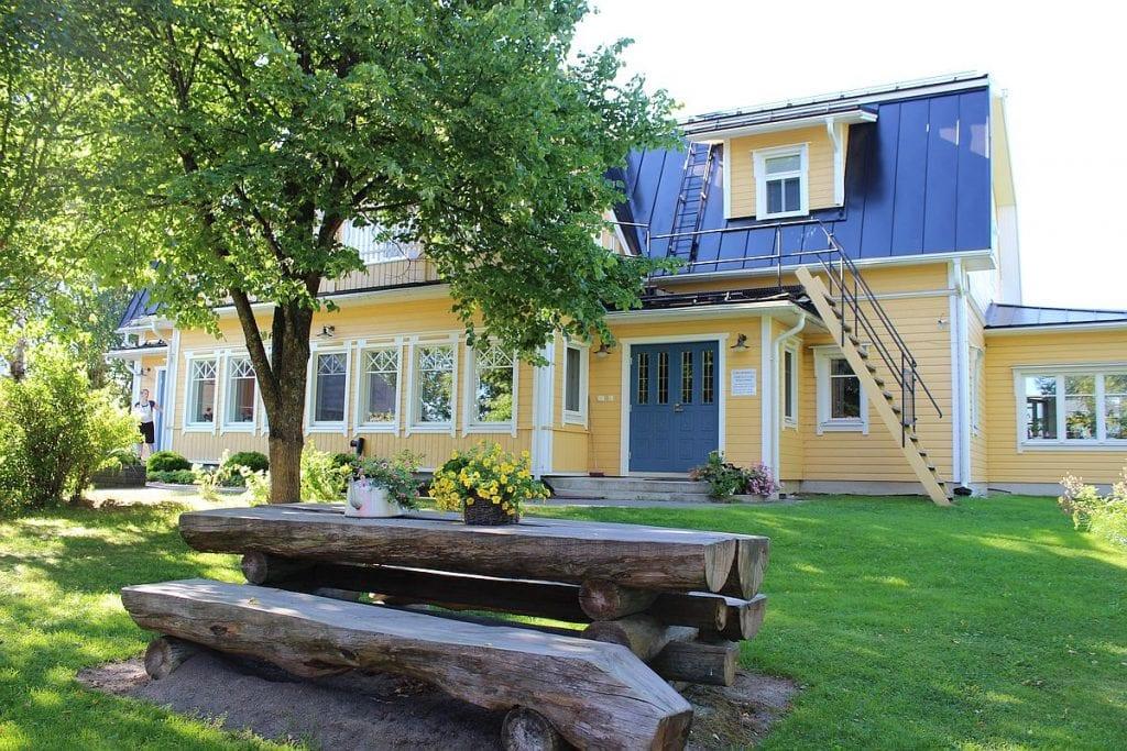 paarakennus_main_building_piha_garden_4