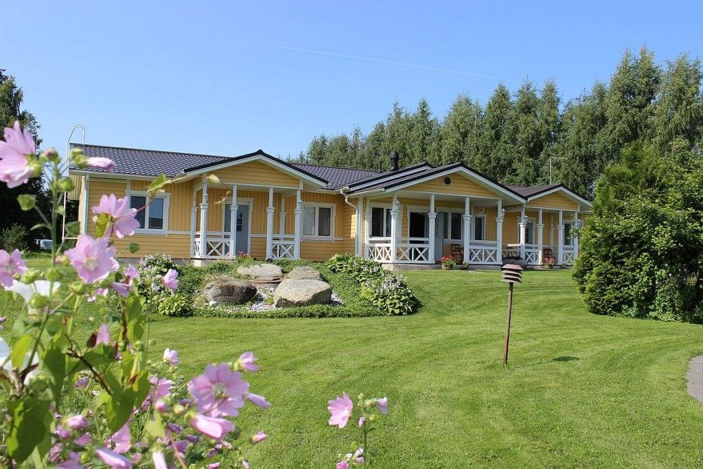 uusi_vierastalo_new_guesthouse_piha_garden