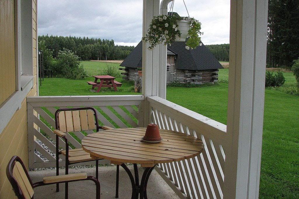 vierastalo_guesthouse_kuisti_porch