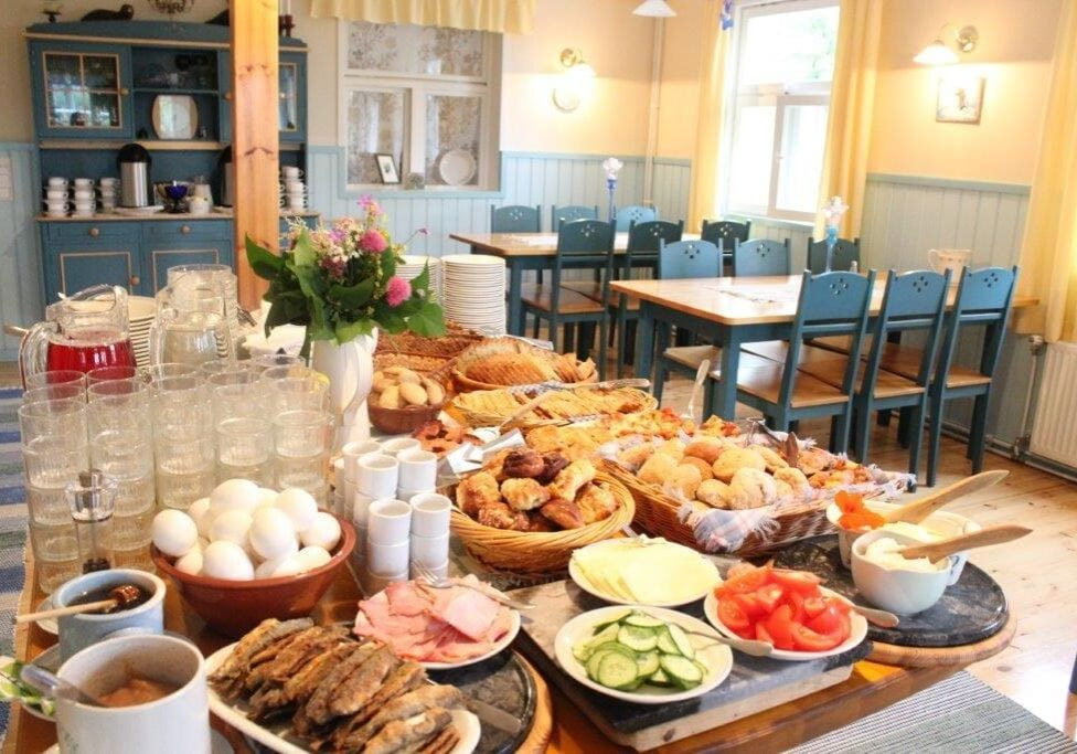 lomamokkila-runsas-aamupala-breakfast
